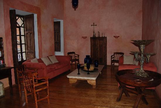 Hotel Casa del Aguila: sitting room