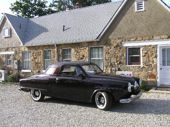 Wagon Wheel Motel: Neighbor with classic 1951 Studebaker
