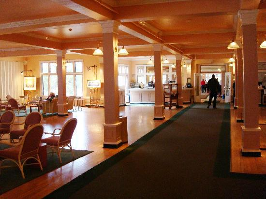 Bon Lake Yellowstone Hotel Dining Room: Lake Yellowstone Hotel   Lobby/Dining  Room Entrance
