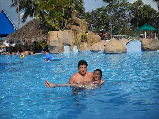 Vamar Vallarta All Inclusive Marina and Beach Resort: Enseñando a nadar