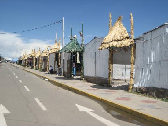 Puno, Pérou : El mercado de artesanias del puerto
