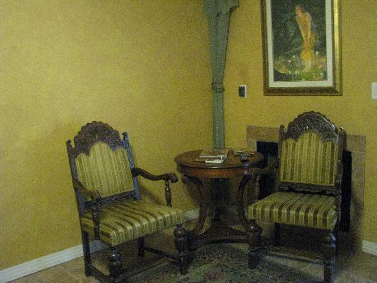 Creekhaven Inn: corner of room