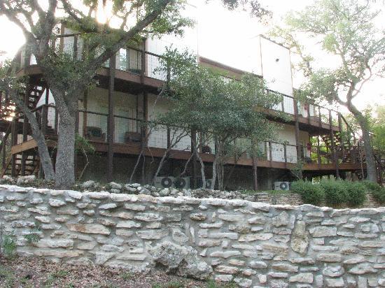 Creekhaven Inn: outside units