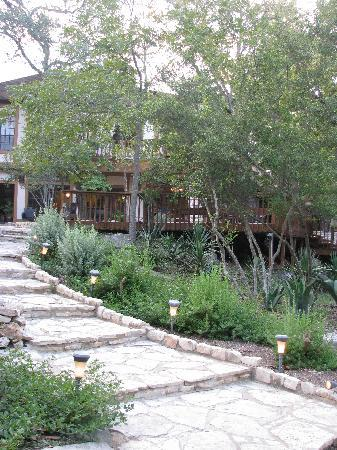 Creekhaven Inn: outside view