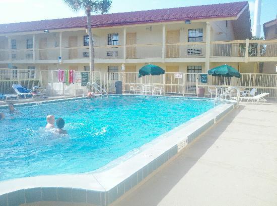 Baymont Inn & Suites Orange Park Jacksonville: The pool