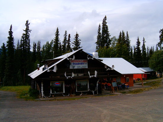 Tatogga Lake Resort: Lodge outside