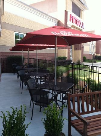 First Watch: Patio area