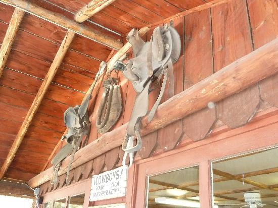 Buffalo Valley Ranch and Cafe: Rustic interior.