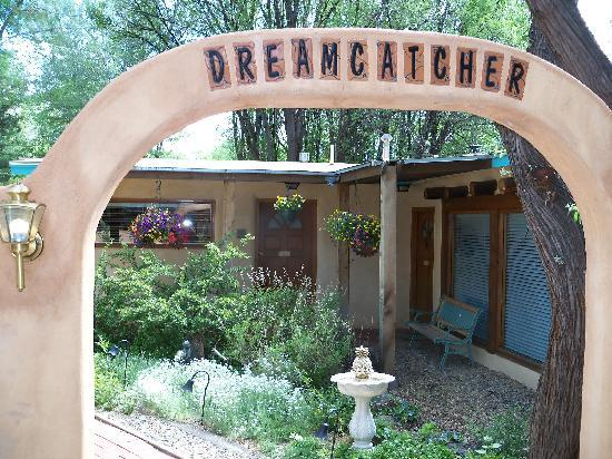 Dreamcatcher Bed & Breakfast : Entrance to Rooms and Garden