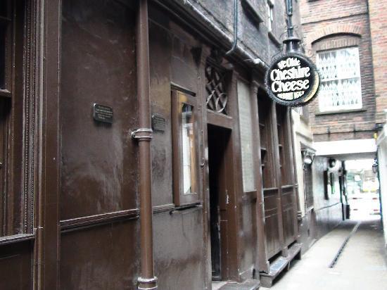 Fleet Street: Ye Olde Cheshire Cheese