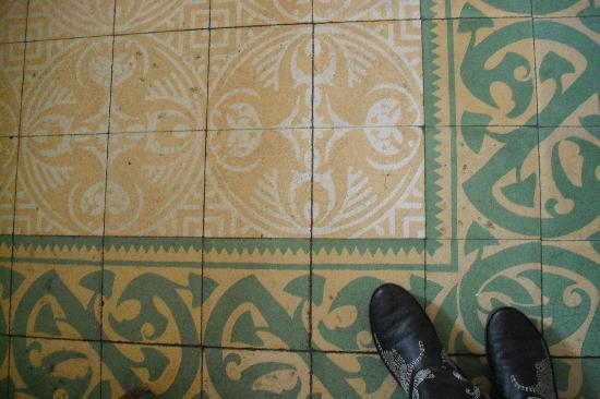 Barcelona Rooms: floor!