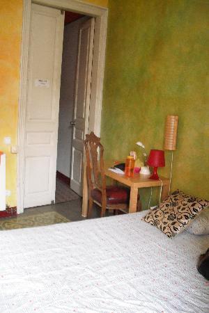 Barcelona Rooms: bedroom