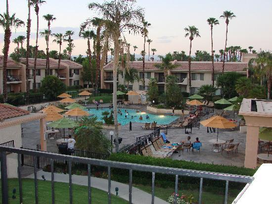Welk Resorts Palm Springs: Pool View 7pm