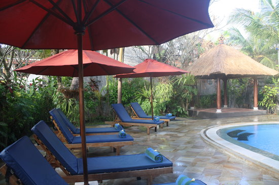 Sama's Cottages and Villas: Relax by our lovely pool