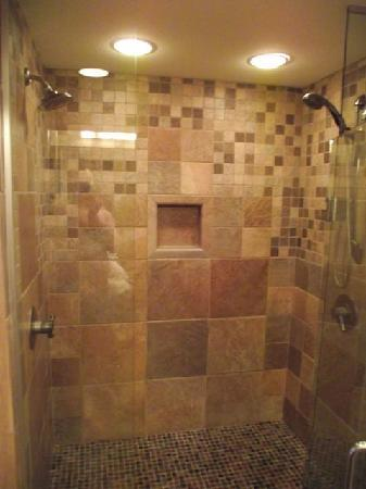 Hallmark Resort Cannon Beach: Amazing Showers!