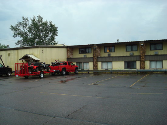 Park Falls, WI: Side parking lot