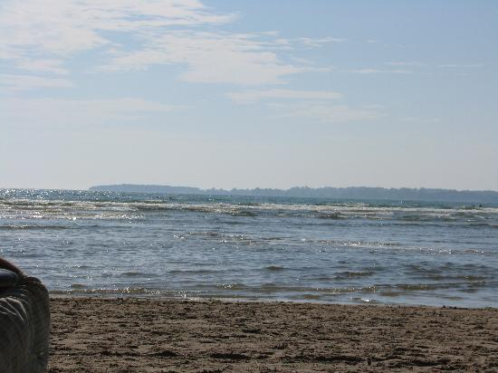 Sandbanks Provincial Park: Beautiful body surfing waves in the distance