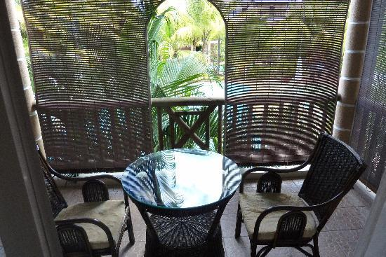 Le Palmiste Resort & Spa: Camera 205: la veranda vista giardino/piscina