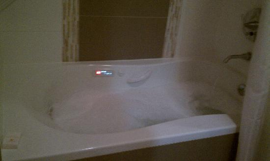 The Condor Hotel: Jacuzzi bathtub