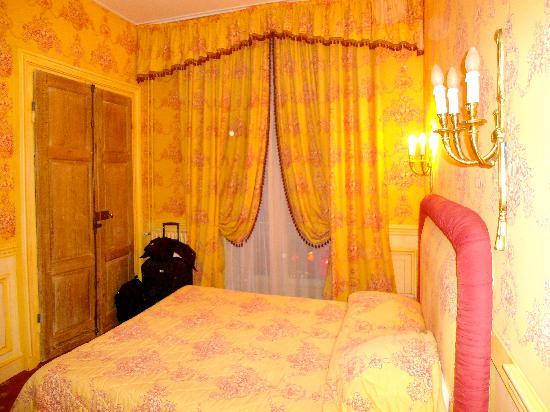 Hotel de France: Our Room