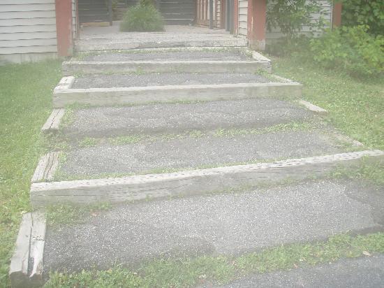 Villas at Tree Tops and Fairway: steps in need of repair