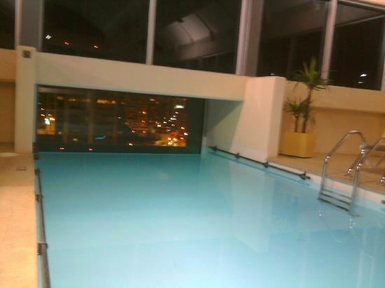 BEST WESTERN PREMIER Marina Las Condes: The pool at night