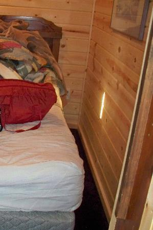 Cabins of Mackinaw: Room that only the bed fits in