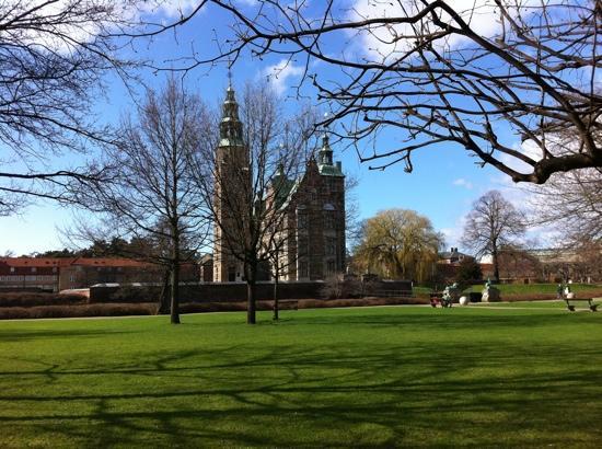 ปราสาทโรเซนเบิร์ก: Rosenborg Castle - por Marcio Okusu