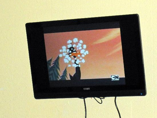 Four Winds Motel : Updated TV w/basic cable lineup.