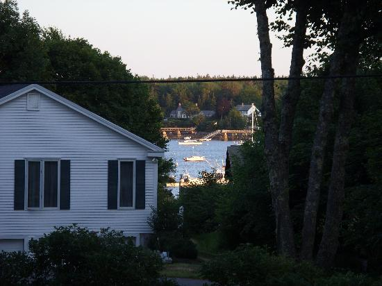 The Harbour Cottage Inn: See - there is a few of the harbor from the Inn.