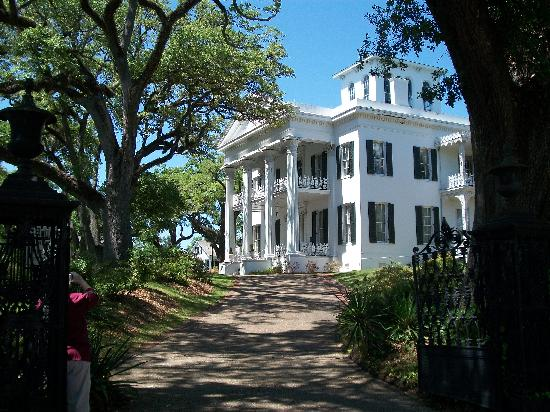 Natchez, Миссисипи: Stanton Hall, side view.
