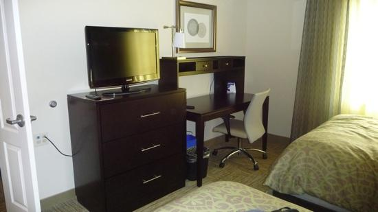 Staybridge Suites Syracuse/Liverpool: tv and desk in the two bedroom suite