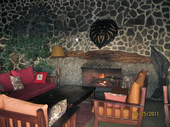 Amani Mara Camp: Lounge after game drive