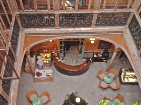 Taberna del Alabardero: Sky lit cafe/cocktail area
