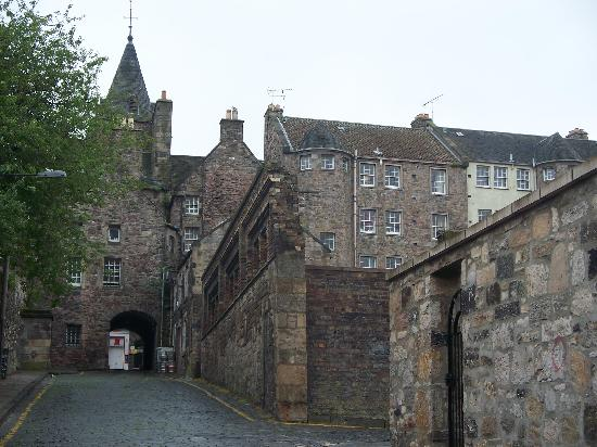 Atholl Brae Royal Mile : The street on which the apartment is located looking toward the Royal Mile
