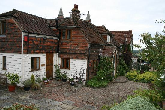 Lamberden Cottage B&B: Front entrance