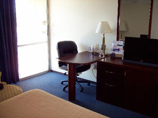 Americas Best Value Inn - Campus View: Desk
