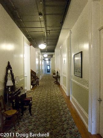 Hotel Lakeside: All the corridors were redone recently.