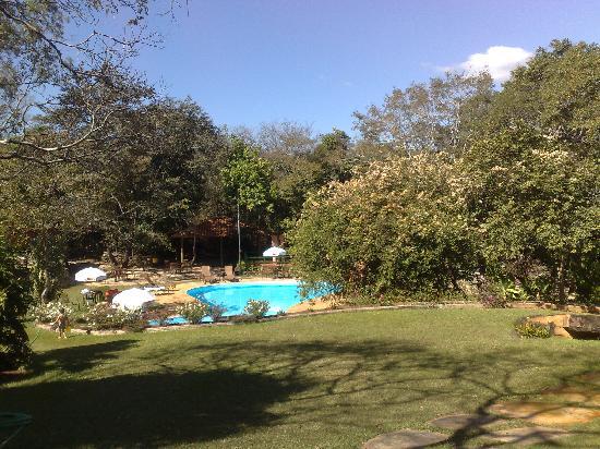 Serra do Cipo, MG: Jardim e piscina