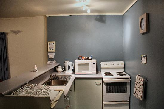Fenton Court Motel: Kitchen