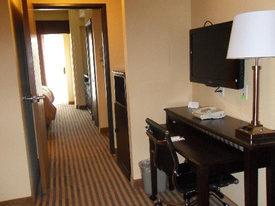 Comfort Suites DFW Airport: pass to the room
