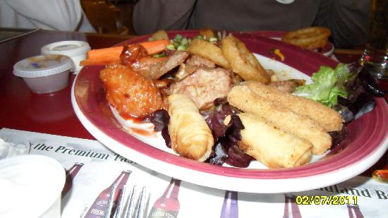 Port Blandford, Canadá: our appetizer plate at Mulligans Pub, yummy!