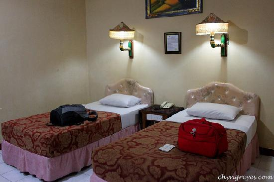 Hotel Sorga Cottages: the room - very old