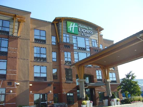 Holiday Inn Express Hotel & Suites Riverport: 外観は綺麗