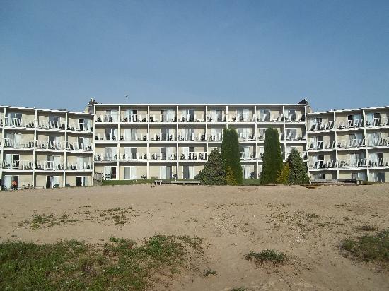 Breakers Resort - Lakeside: Back of Hotel from Lake Huron's edge
