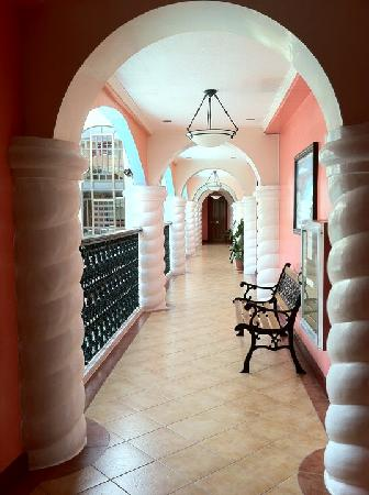 Marco Vincent Dive Resort: Floor interiors really pretty.