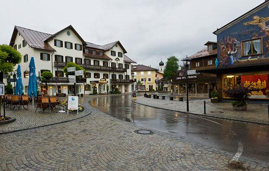 Hotel Wittelsbach: hotel from Dorfplatz