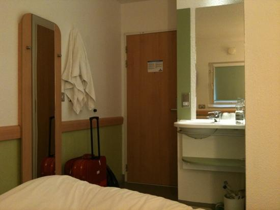 hotel picture of hotel ibis budget london city airport. Black Bedroom Furniture Sets. Home Design Ideas