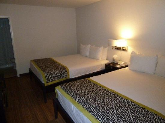 Park Lane Suites & Inn: 2-queen room