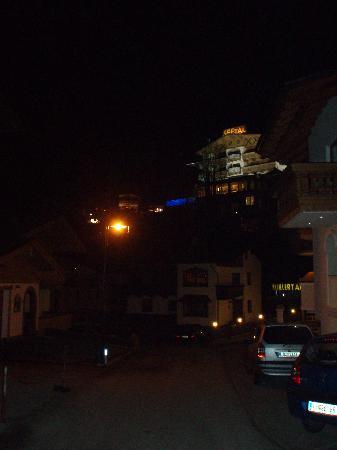Hotel Hochzillertal: Winter towards the ski area